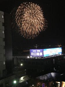 燕三条駅ホームから見た花火