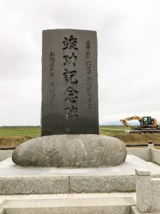 鎧潟干拓記念碑